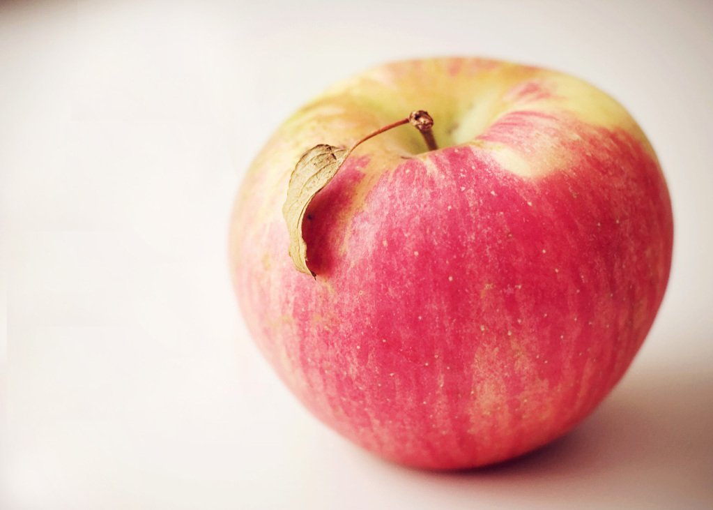 Honey Crisp by Ann via Flickr, Licensed under CC BY-SA 2.0
